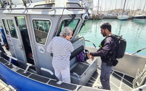 המשטרה הגשימה לשורדת שואה חלום וערכה לבקשתה שייט בספינת השיטור הימי מול חופי הרצליה