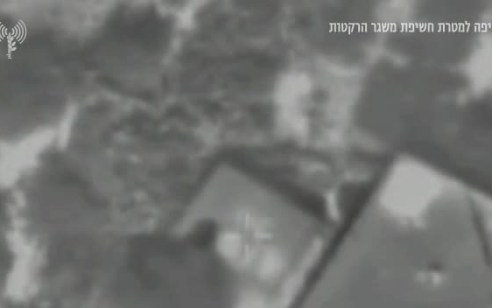 תיעוד: כלי טיס של צה״ל תקף מבנה ובו משגר רקטות תוך הימנעות מפגיעה בבלתי מעורבים