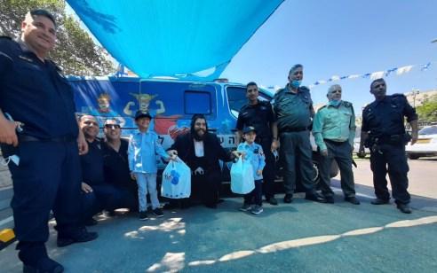 """האמונה בקב""""ה הביאה 2 אימהות וילדיהם למפגש מרגש בנקודת המשטרה באלעד ולגיוסם לשרות"""