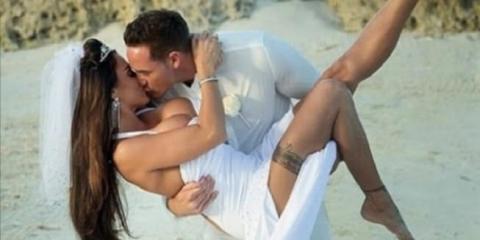 Μεθυσμένη νύφη τα δείχνει όλα allabout.gr