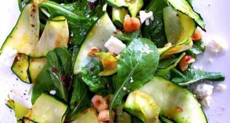 Σαλάτα με κολοκύθι και ρόκα