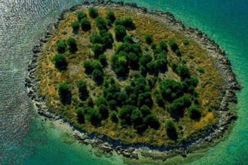 Αυτό το Ελληνικό νησί πωλείται όσο ένα διαμέρισμα στην Αγγλία.