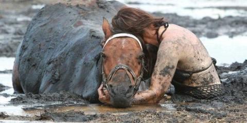 το άλογό της πνιγόταν