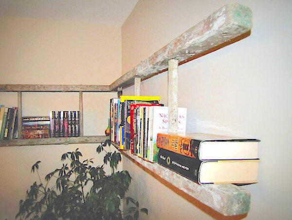 Αγόρασε μερικές παλιές βρώμικες σκάλες για το σαλόνι του.