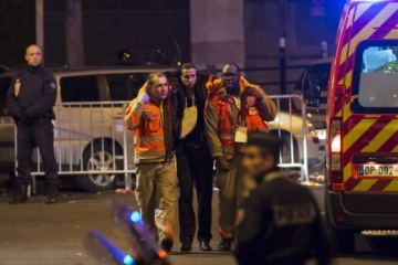 Nύχτα τρόμου στο Παρίσι με 60 νεκρούς - Ο Ολάντ κλείνει τα σύνορα