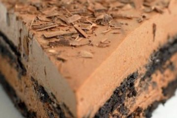 Σοκολατένιο γλύκισμα με 4 υλικά χωρίς ψήσιμο!