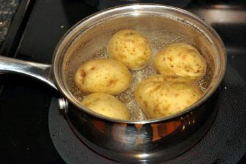 vrasate-patates-min-petaxete-to-nero-dite-giati-1