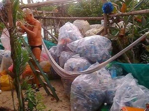 To πλωτό νησί με 150.000 πλαστικά μπουκάλια