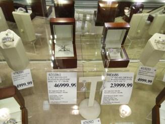 在超市的30多萬港元珠寶。