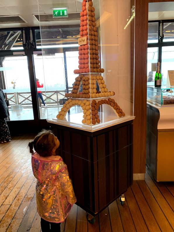 macaroons-eiffel-tower