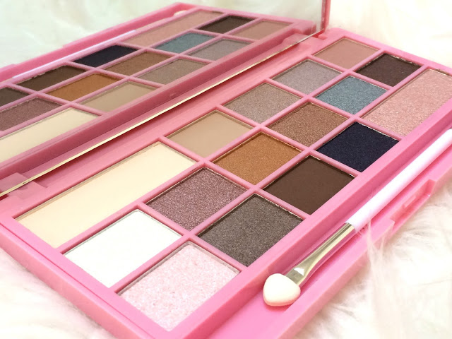4ae69 img 2604 - I HEART MAKEUP - I HEART CHOCOLATE PINK FIZZ EYESHADOW PALETTE
