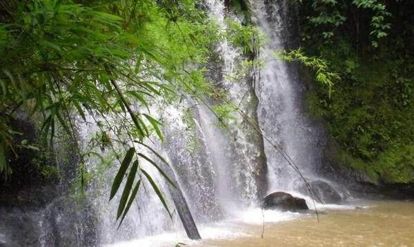 водопад на Бокоре