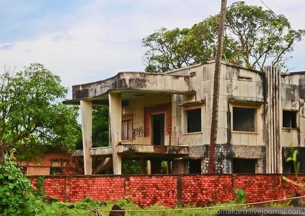 старинная заброшенная вилла в Камбодже