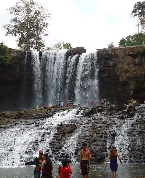 водопады в мондулкири, камбоджа