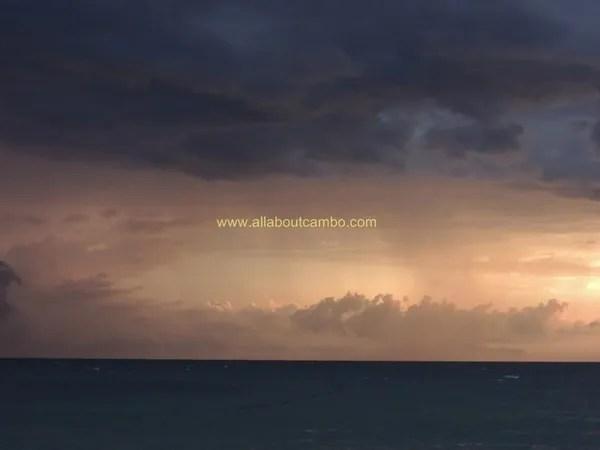 тучи в море на борнео