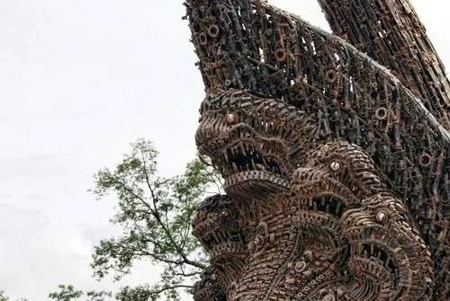 Монумент независимости в Камбодже