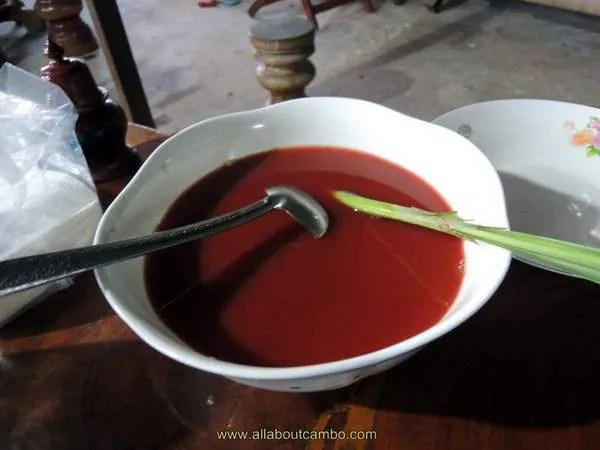 сьесть кобру в Камбодже