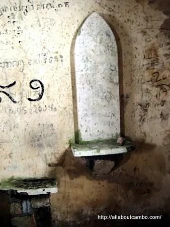 заброшенная часовня в Камбодже