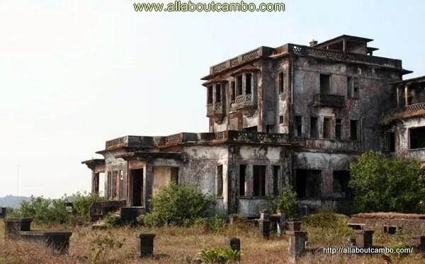 разрушенное казино на Бокоре