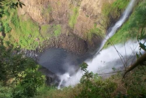 на вершине водопада Tad Fane