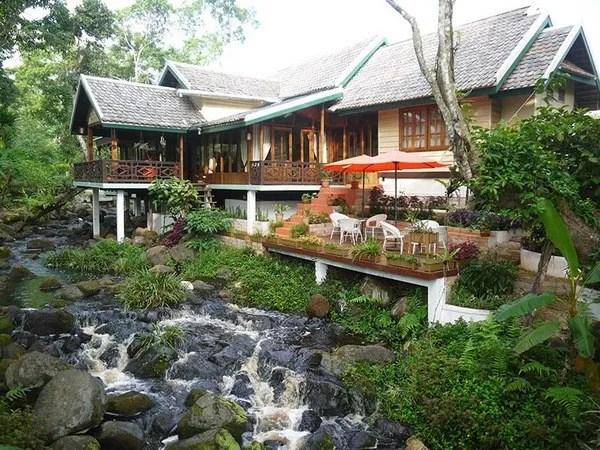ресторан у водопада