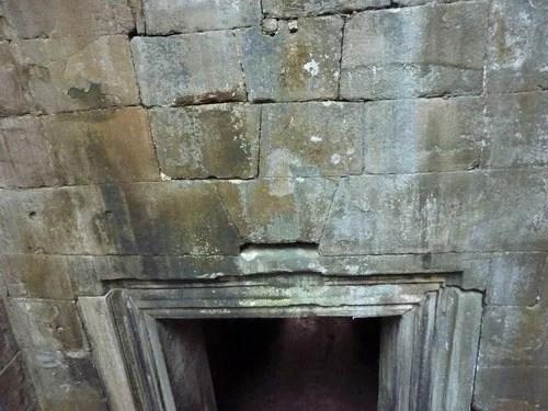 камень из которого выложены храмы камбоджи
