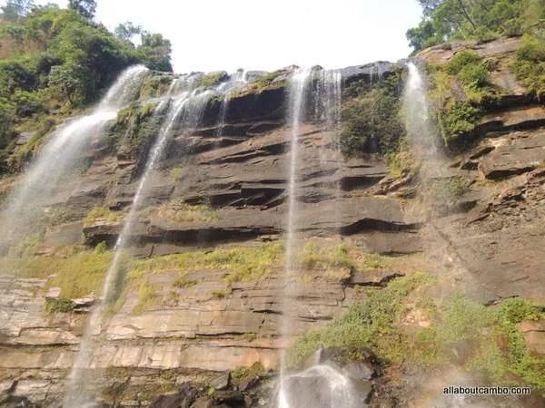 водопады южного лаоса