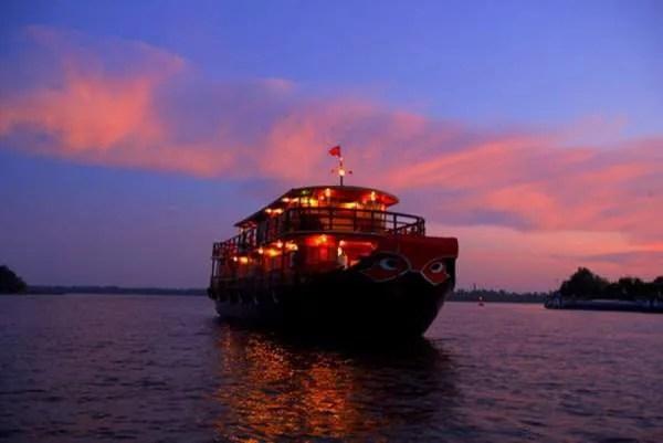 1-Вечерний Сайгон на реке