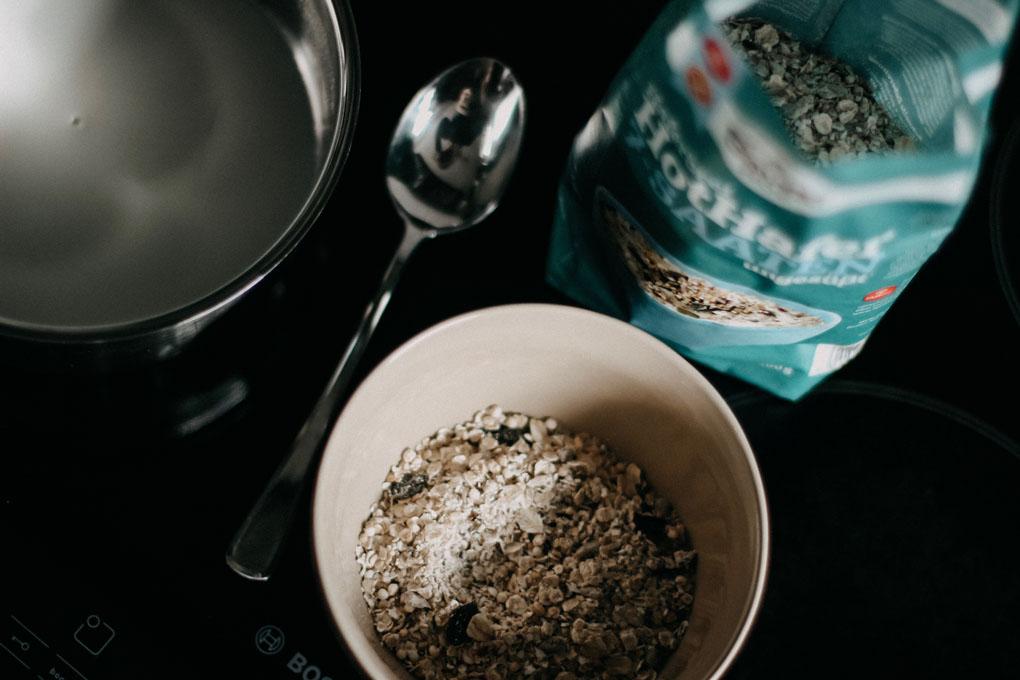Hot Hafer 7-Saaten lediglich mit heißer Milch oder Wasser aufgießen und quellen lassen.