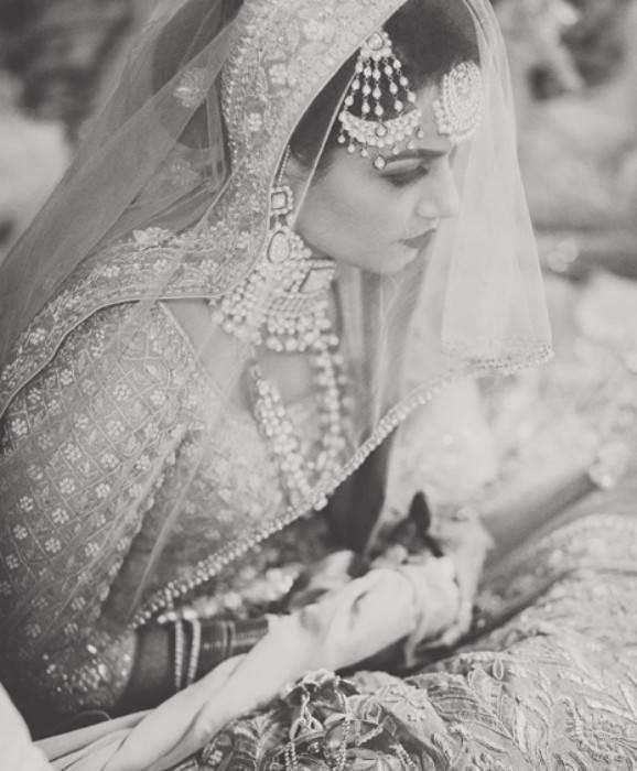 bridal portraits black and white