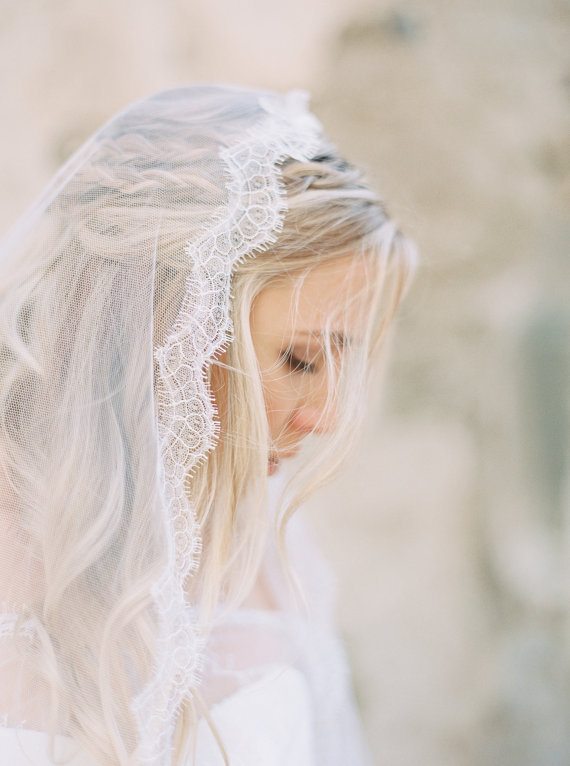 Chantilly Lace Mantilla Veil | AUDREY