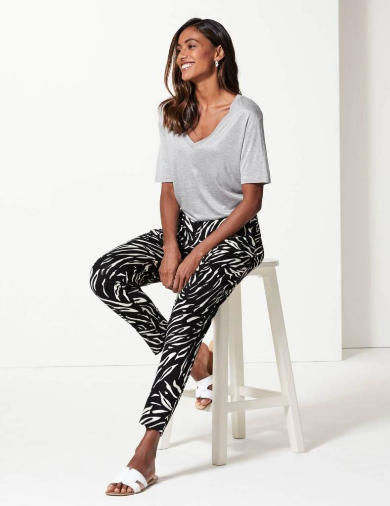 Comfortable jersey peg trousers. Fashion with chronic illness. Read more on www.allaboutrosalilla.com