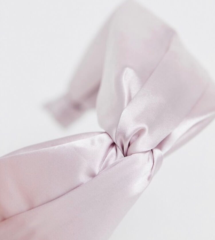 ASOS pink twist hairband. What to pack for the Cotswolds. Read more on www.allaboutrosalilla.com