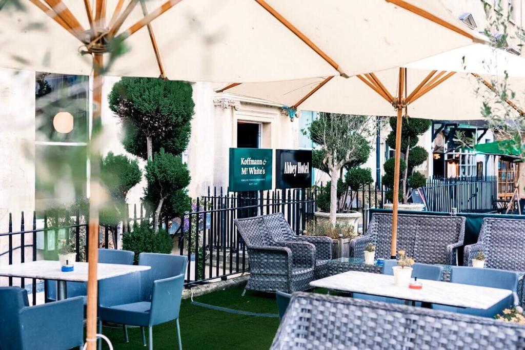The Terrace at Abbey Hotel Bath. Read more on www.allaboutrosalilla.com