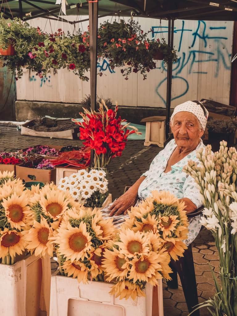 Romani woman in flower markets in Bucharest. Read more on www.allaboutrosalilla.com