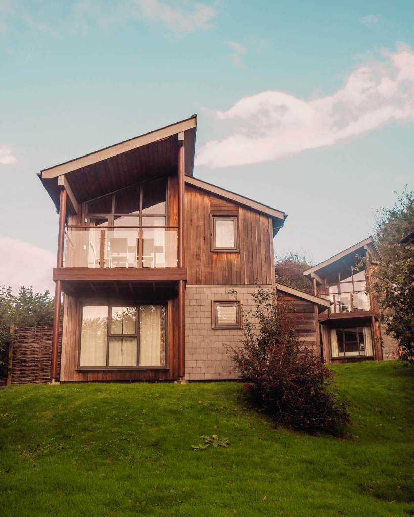 Scandinavian style lodges at The Cornwall Hotel and Spa. Read more on www.allaboutrosalilla.com