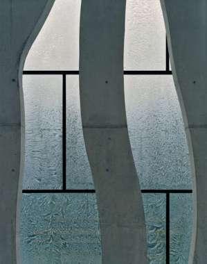 dupla-fachada-de-vidro-impresso-e-concreto-vazado-clube-de-vela-nordwesthaus-lago-constança-suiça