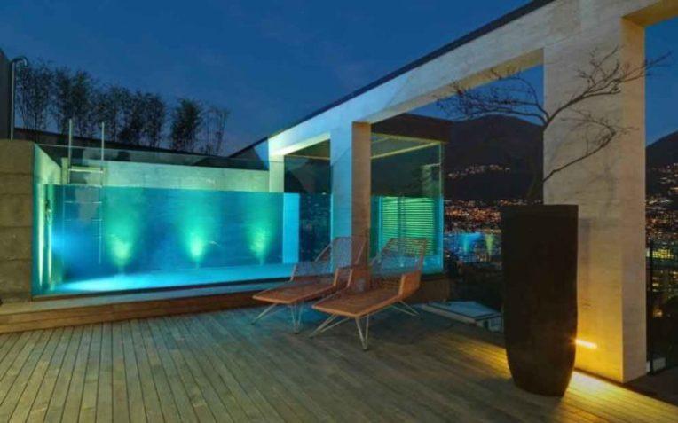 piscina de vidro suspensa