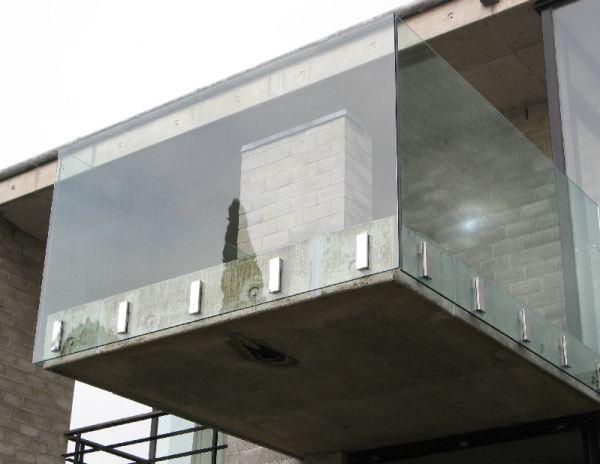 Guarda-corpo em vidro
