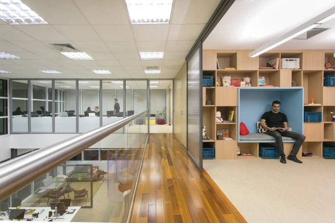 Vidros da sede da Xiaomi em São Paulo