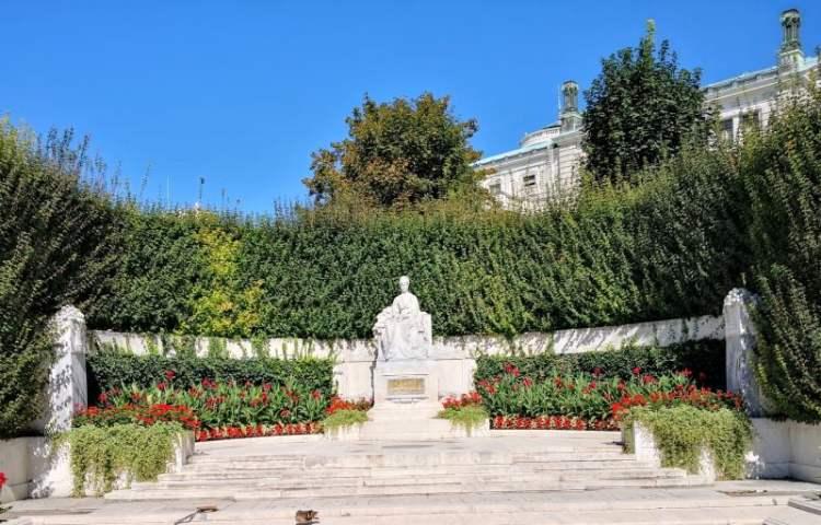 Volksgarten - Empress Elizabeth Monument