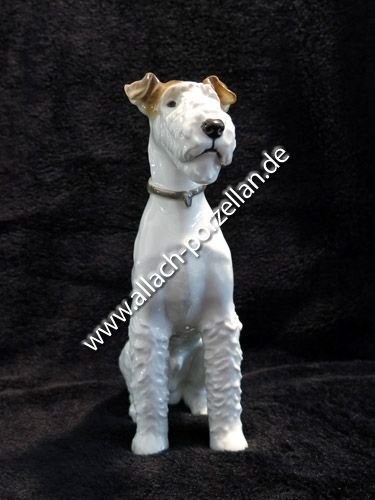 105 Sitting Fox Terrier, painted