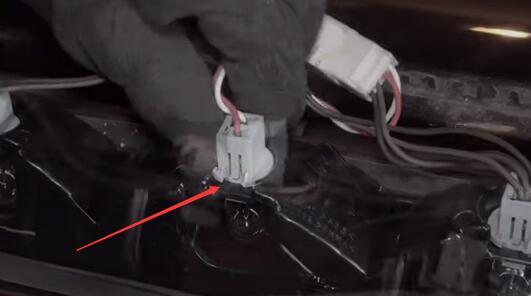 Dodge Ram 1500 3rd Brake Light Center High Mounted Stop Bulbs Install Remove OEM Halogen