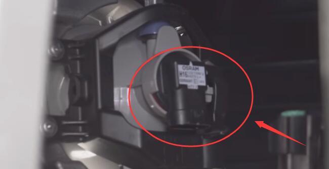 Toyota 4Runner Stock Halogen Fog Lights Bulbs Connector Removal Step 3