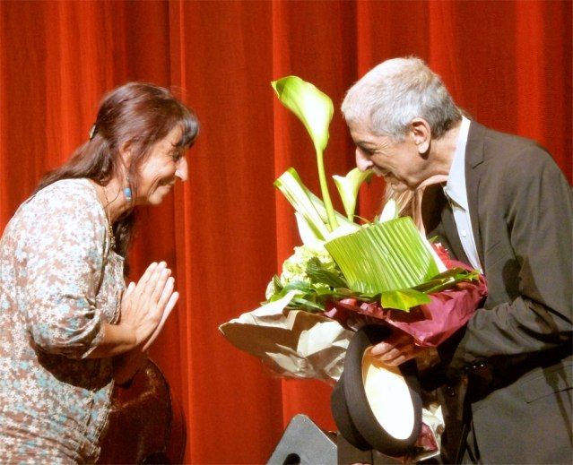 Fanfan Solazzi presents 76th birthday bouquet to Leonard Cohen