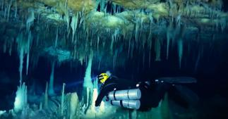 セノーテの鍾乳洞