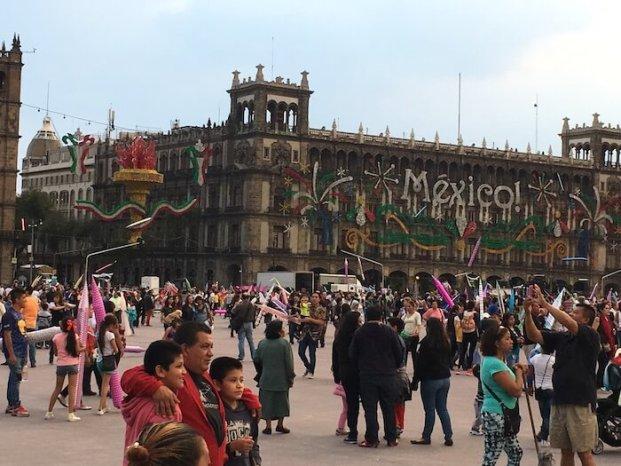 メキシコシティのソカロ広場