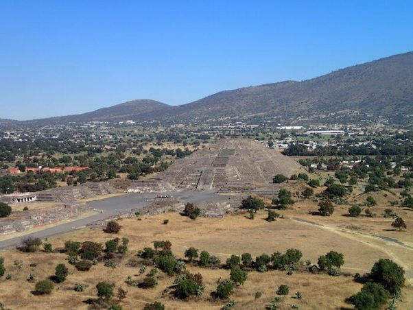 テオティワカン遺跡の太陽のピラミッドからの景色1