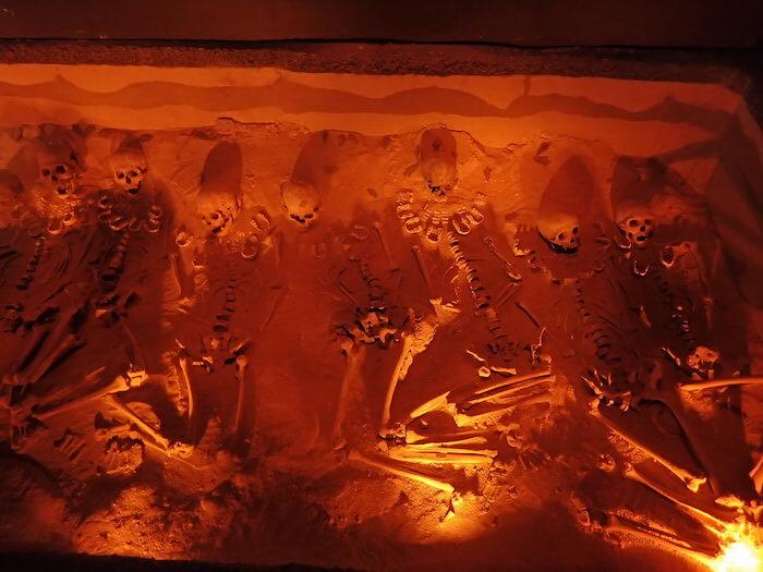 テオティワカン遺跡出土品。顎の首飾り