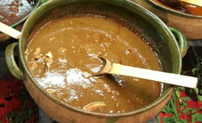 モーレ・アマリージョ(オアハカの料理)